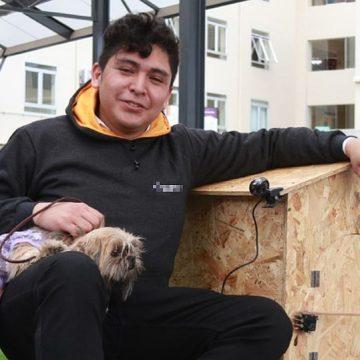 Estudiantes crean casa térmica que protege a mascotas en el friaje